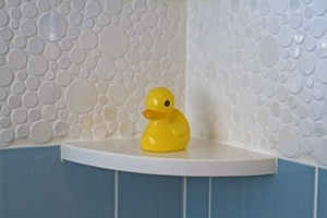 tiled bathroom by GOGO design group